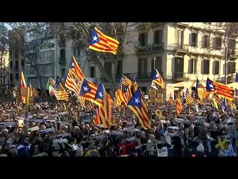 Μεγάλη διαδήλωση στη Βαρκελώνη κατά της δίκης των αποσχιστών…