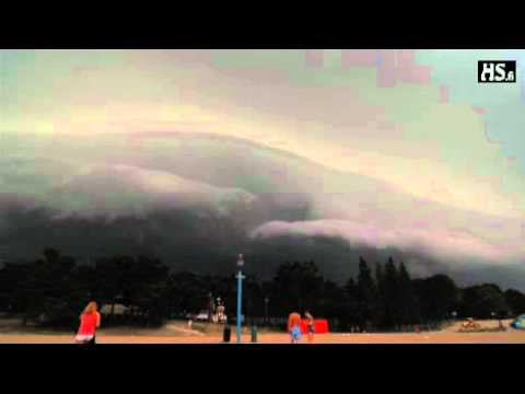 Huge clouds approaching at high speed [VID]