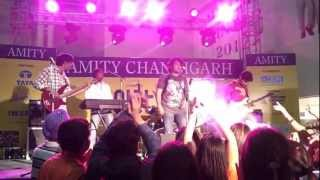 Chahun Main - The DeZire performing@ Amity Fest - thedezire