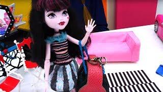 Что в рюкзаке у Дракулауры? Игры в куклы Монстр Хай