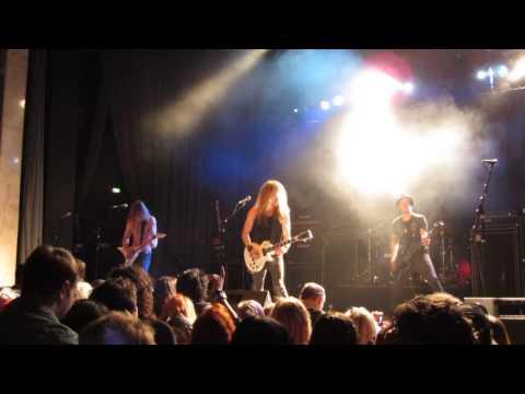 Jettback - Raining Rock