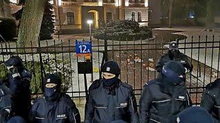 RTV Strajk Kobiet – demonstranci wdarli się na teren Trybunału Konstytucyjnego 28.1.2021r
