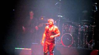"D'Angelo ""Shit, Damn, Motherfucker"" Live au Zénith de Paris 2012"