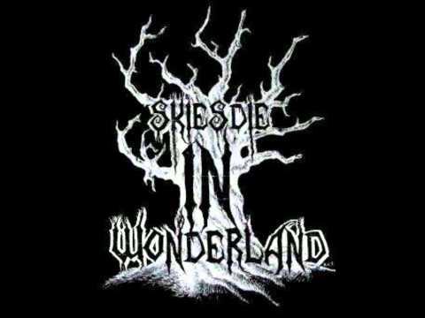 Skiesdie in Wonderland-woman made of wax