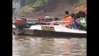preview picture of video 'Tim sar pencari anak madrasah negeri sintang,yg tenggelam di sungai'