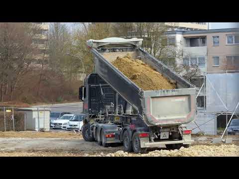 Tipper Trailer Truck Dumping / Sattelkipper kippt ab, Winnenden, Germany, 2018.