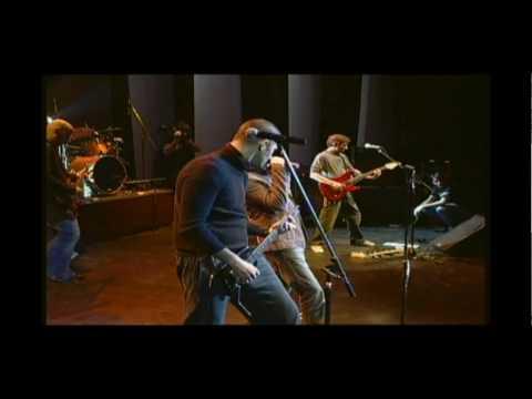 Ciro Pertusi cantando con Virus - El probador