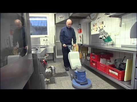 Bodenreinigung in der Küche mit Einscheibenmaschine - www.ReinigungsBerater.de