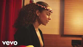 ALICIA KEYS – RAISE A MAN (OFFICIAL MUSIC VIDEO)