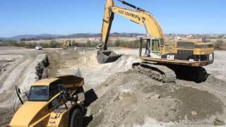 CAT 365B L loading 740's