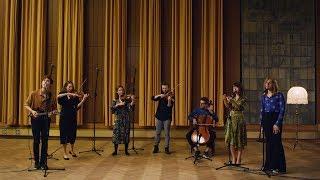 Kadr z teledysku Wodymidaj tekst piosenki Kwiat Jabłoni