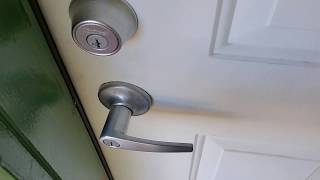 Opening Front Door In SECONDS Without a Key BEWARE!