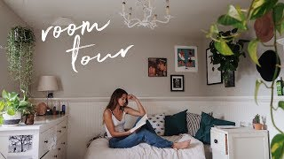 College Room Tour// how to style a small room