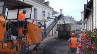 preview picture of video 'Azay sur Cher. Grande Rue, réfection de la chaussée. 1ère étape décroutage le 23 Septembre 2013'