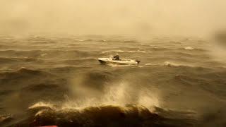 шторм лодка