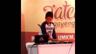 Download Video DJ Farrel MP3 3GP MP4