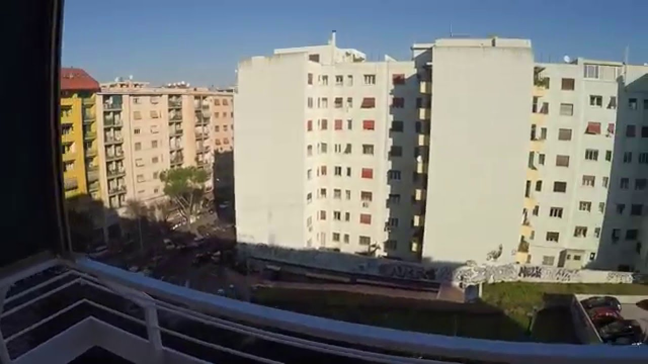 Refurbished rooms in 5 bedroom flat with balcony near Rome Tre University in Ostiense