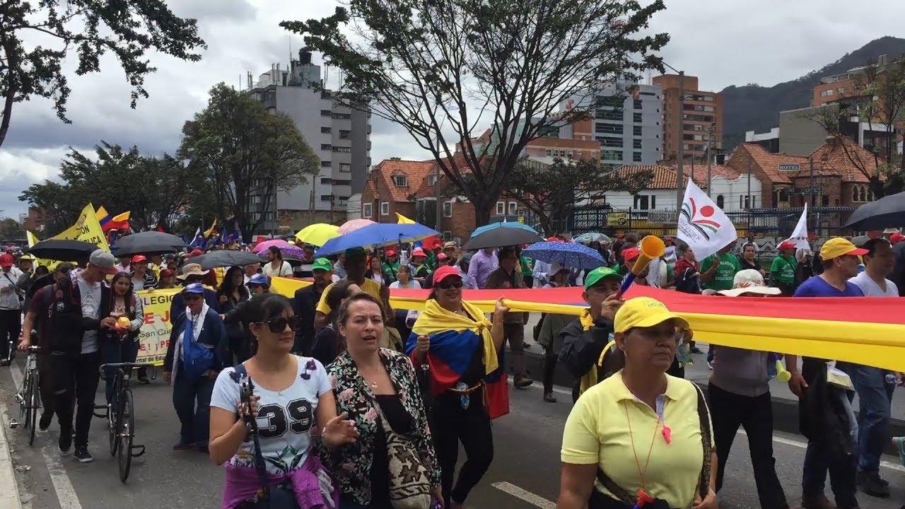 Maestros públicos se hacen sentir en Colombia