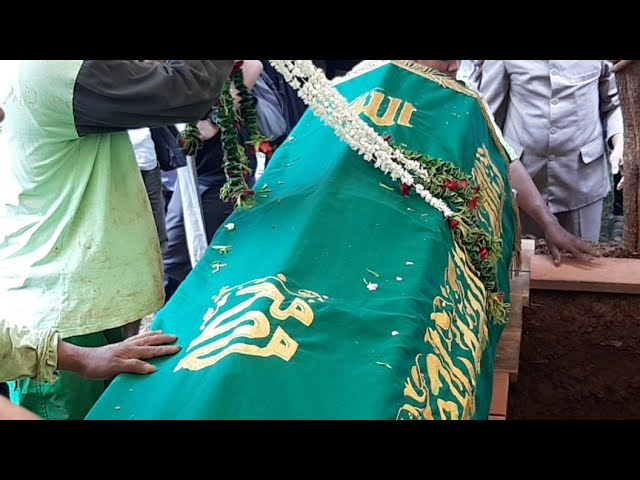 Pemakaman Ria Irawan di TPU Tanah Kusir