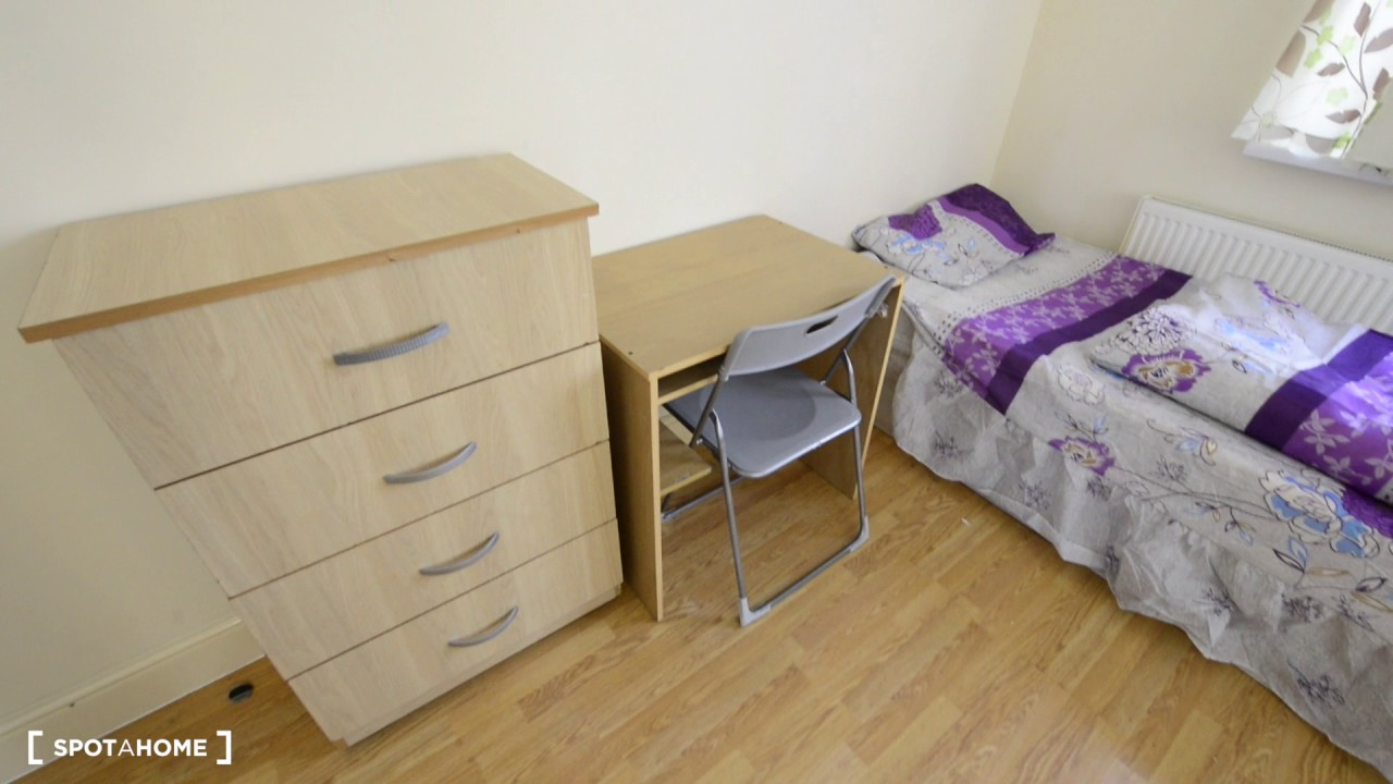 Rooms for rent in house with patio in Higham Hill area