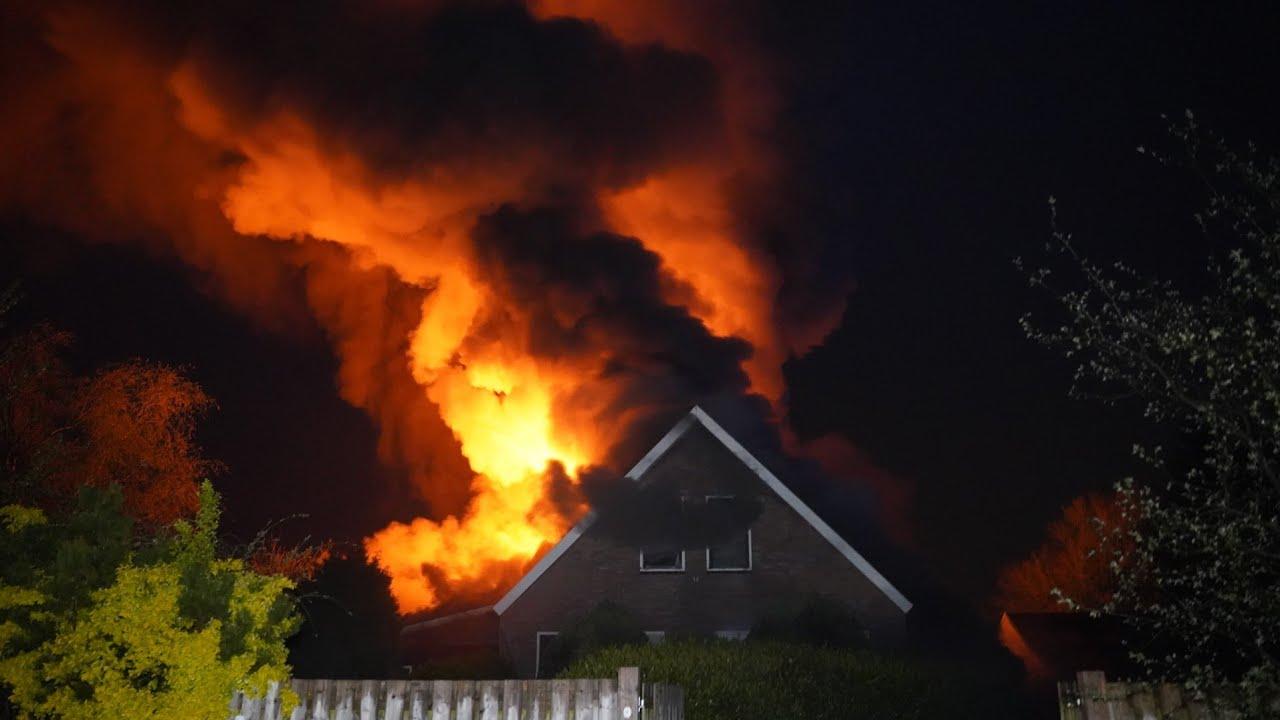 [Eerste beelden] Zeer grote brand in boerderij – Kolonievaart Huis ter Heide