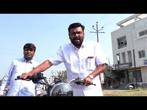 दीपक सूळ निघाले बाईक ढकलत, खड्डे मोजत, हजार रुपयांसाठी!