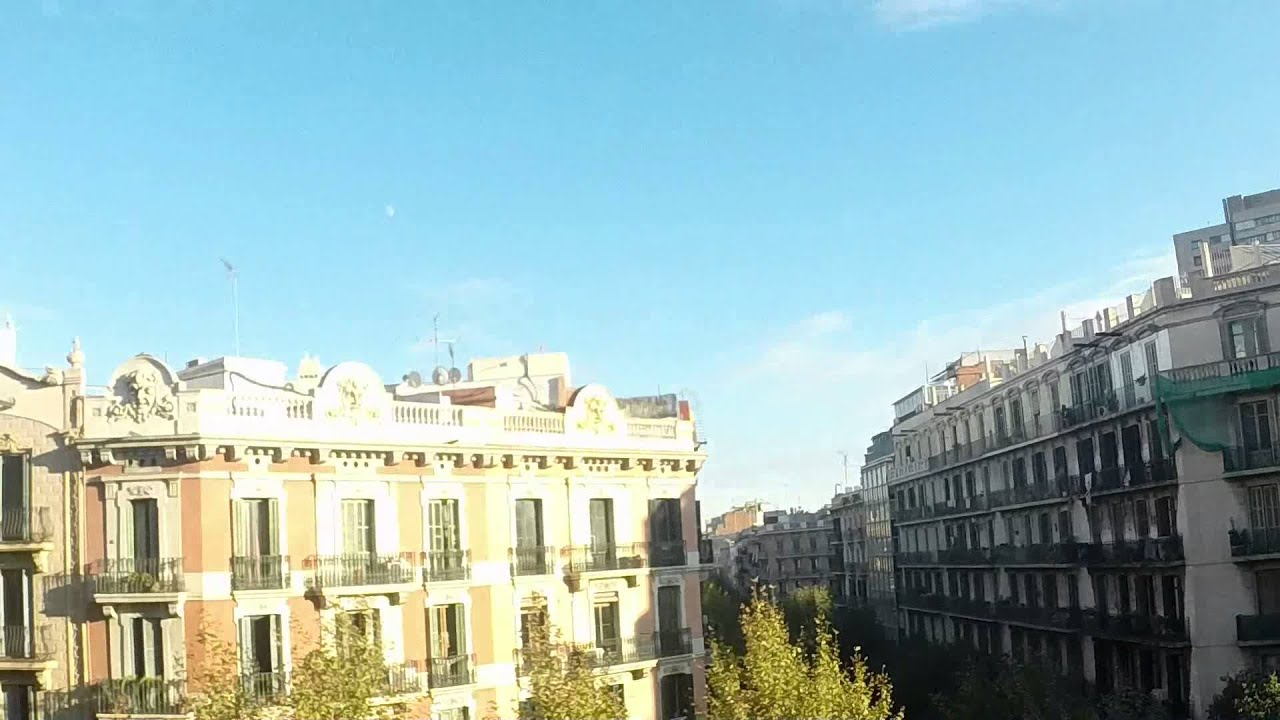 Furnished room with standalone wardrobe in shared apartment, Eixample