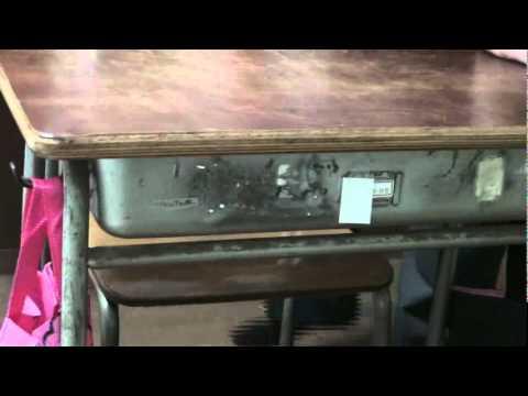 女子の席で(学校の女子の椅子と机) - YouTube