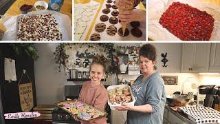 Christmas Baking At My Moms House | Christmas 2019