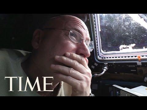 Upoutávka na dokumentární seriál Rok ve vesmíru