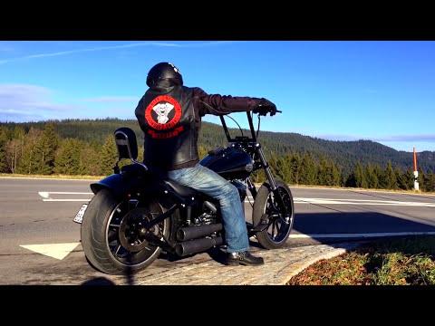 Harley Davidson Softail Breakout Custom Vance&Hines Sound