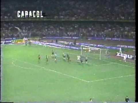 Actuación memorable ante Gremio. Sus goles catapultaron al América a la final de 1996