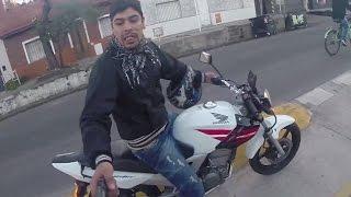 Смотреть онлайн Видеокамера на шлеме сняла попытку ограбления