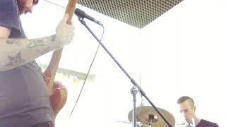 Video oberkörperfrei - librarian white trash - koh-i-noise