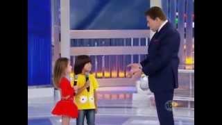 """Rafael E Vitória Cantando """"Vai Ter Que Rebolar"""" No Programa Silvio Santos"""