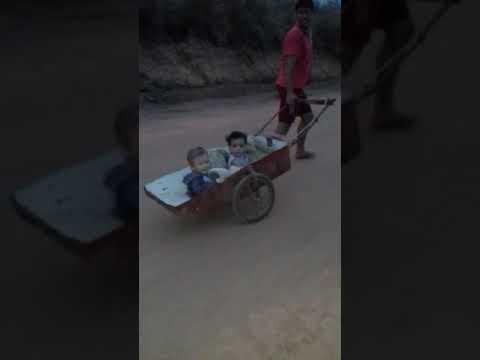 meninos andando carroça em barreirinha