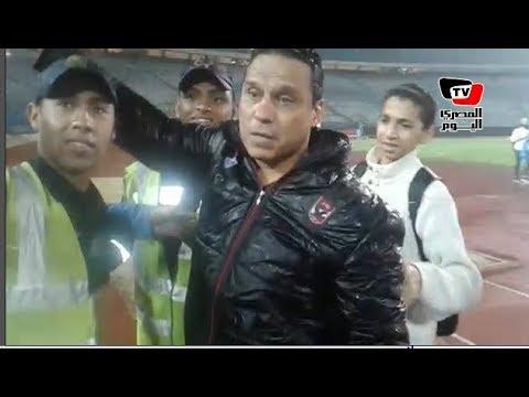 البدري يحبس دموعه أثناء هتاف جمهور الأهلي:«بنحبك يابدري»