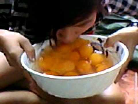 Bạn gái uống 20 trứng vịt sống @@
