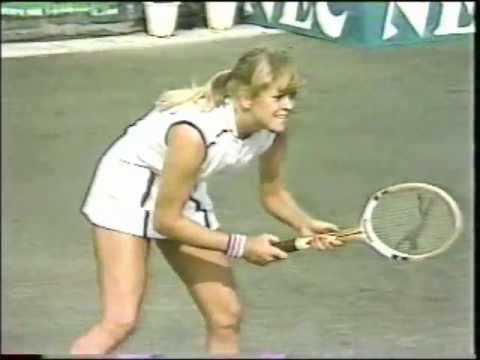 Chris Evert d. Sue Barker - 1981 Federation Cup final
