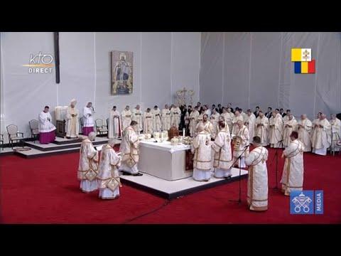 Divine liturgie et béatification célébrée par le pape François en Roumanie