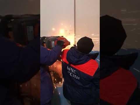В Якутске мужчина упал в вентиляционные люк на десятом этаже и пролетел вниз 28 метров