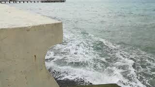 Пляж в Лоо смыло море