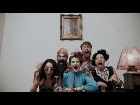 Προεσκόπηση βίντεο της παράστασης ΣΤΟ ΜΥΑΛΟ ΤΟΥ ΔΑΝΙΗΛ ΧΑΡΜΣ.