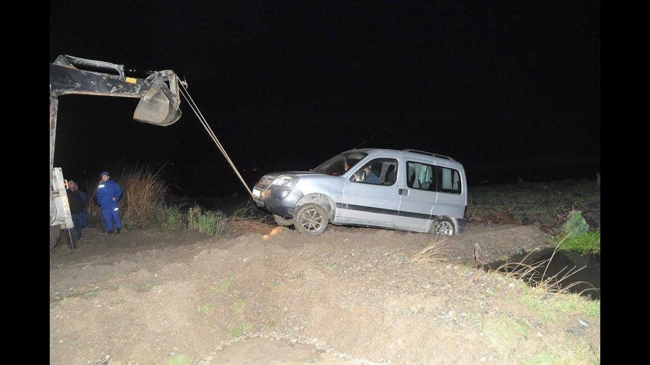 Kızılırmak'ta Otomobil İle Mahsur Kalan 2 Kişi Güçlükle Kurtarıldı