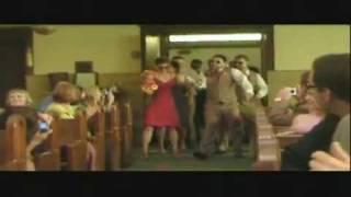 Entrée Des Mariés Et Son Cortège Dans Léglise En Dansant