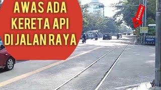 preview picture of video 'Ada Kereta Api Di Jl.Slamet Riyadi Surakarta - Jawa Tengah | 1 Februari 2018'