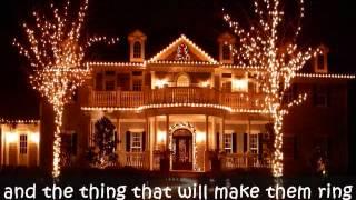 IT'S BEGINNING TO LOOK A LOT LIKE CHRISTMAS - Michael Bublé (Lyrics)