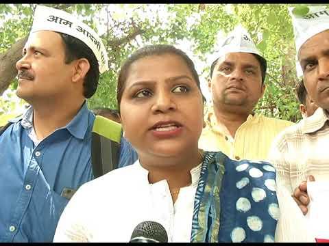 दलित समाज के लिए अपशब्द बोलने वाले बीजेपी विधायक मनजिंदर सिरसा के आवास पर AAP विधायकों का प्रदर्शन