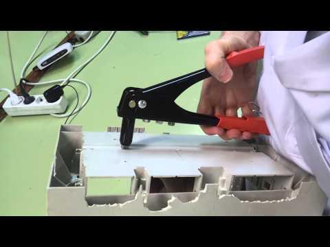 Cómo colocar remaches con una remachadora manual