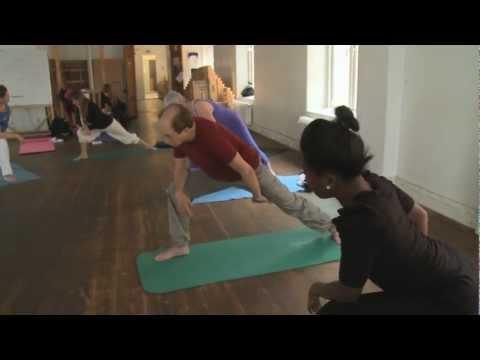 Les ensembles des exercices de vidéo le bodybuilding
